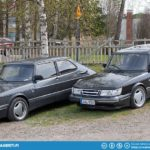Saab 900 Aero. I think the one on the left might be a T8 Special.